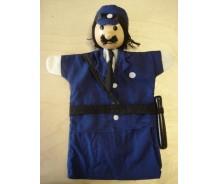 Rokas lelle Policists